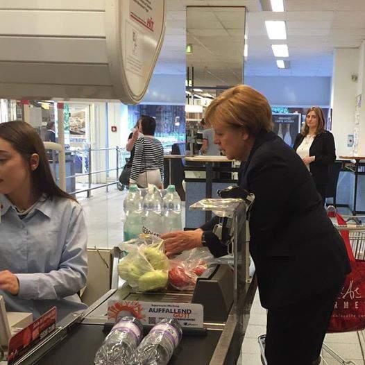 Ангела меркель в магазине
