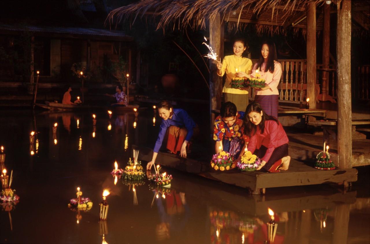 Жители Таиланда скорбят за своим королем