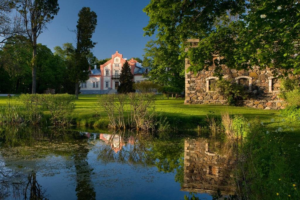Pädaste Manor на острове Муху