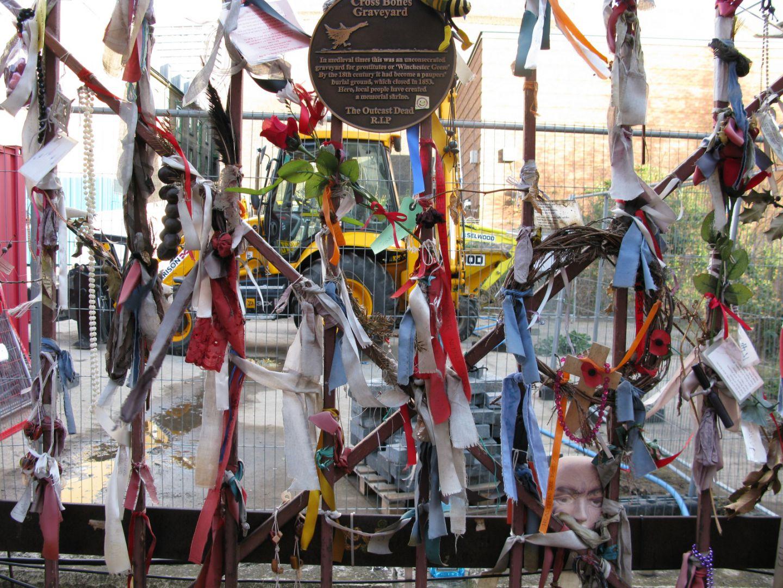 Кладбище скрещенных костей, Лондон, Великобритания