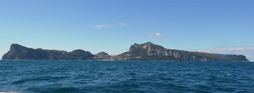 Остров Капри со стороны Неаполитанского побережья