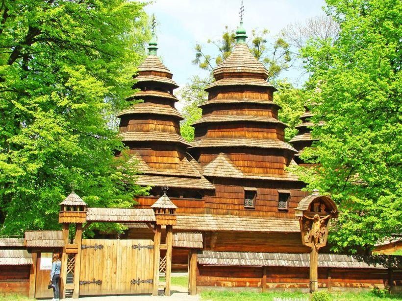 Деревянная церковь в музее «Шевченковский гай»