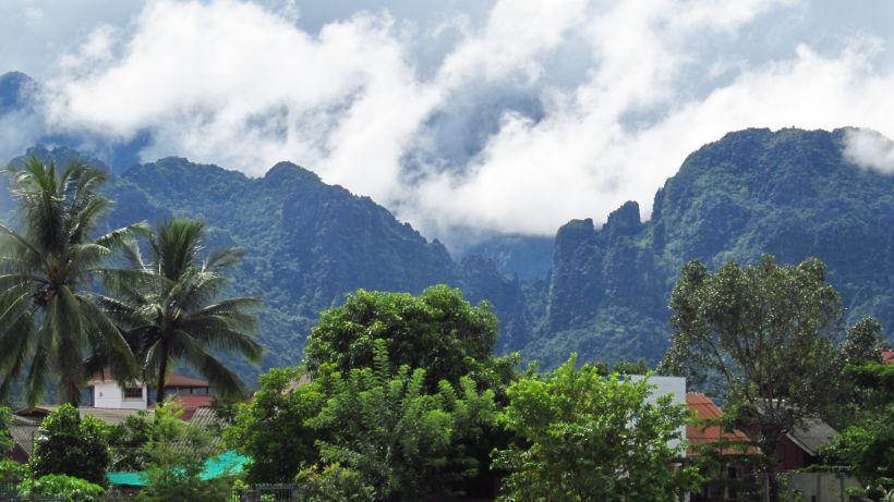Вид на гори з селища Ванг В'єнг