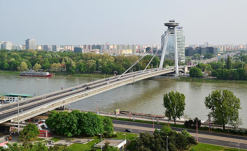 Міст СНП та ресторан UFO у Братиславі