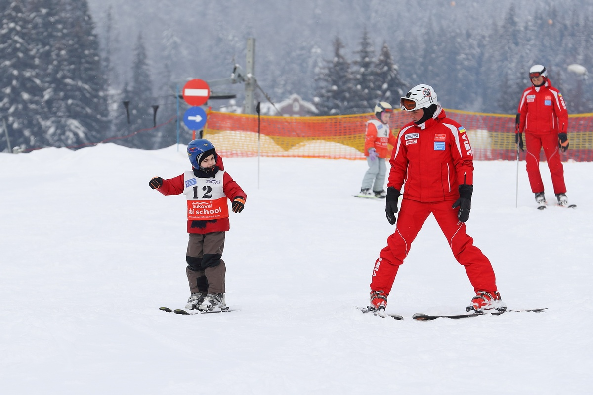 Школа для начинающих лыжников в Буковеле
