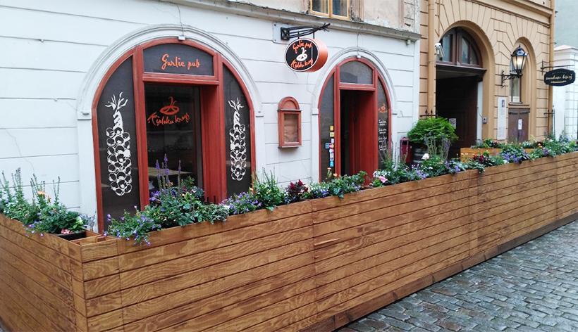 Garlic pub