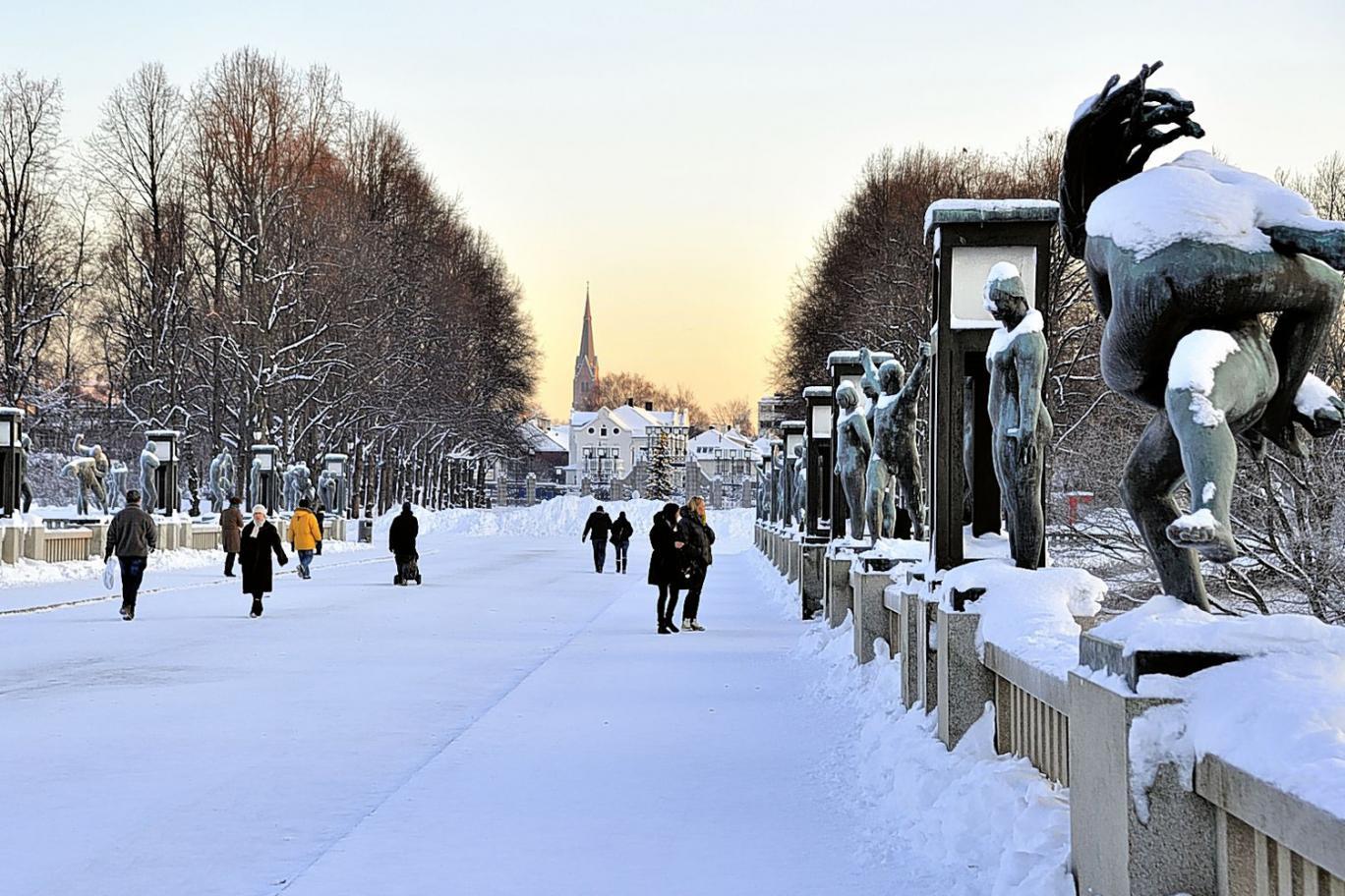 Парк скульптур Вигеланда в Осло зимой