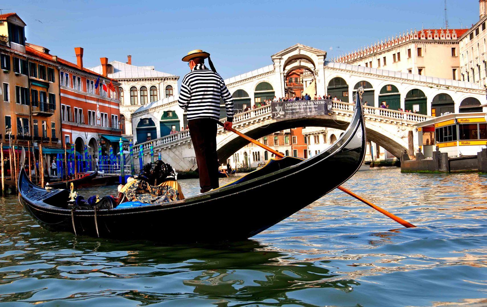 Гандольер в Венеции