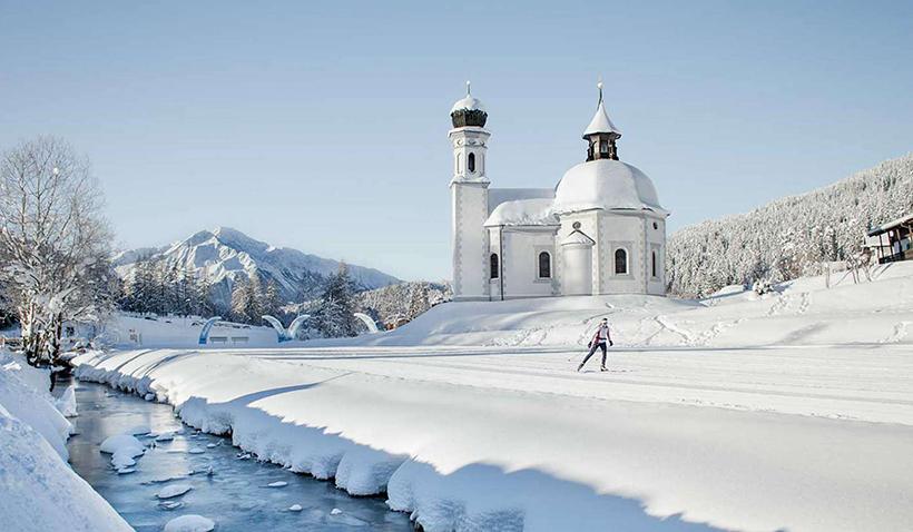 Лыжник на курорте Зеефельд