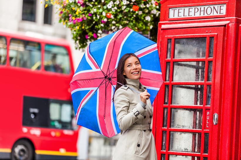 Девушка с зонтом в Лондоне