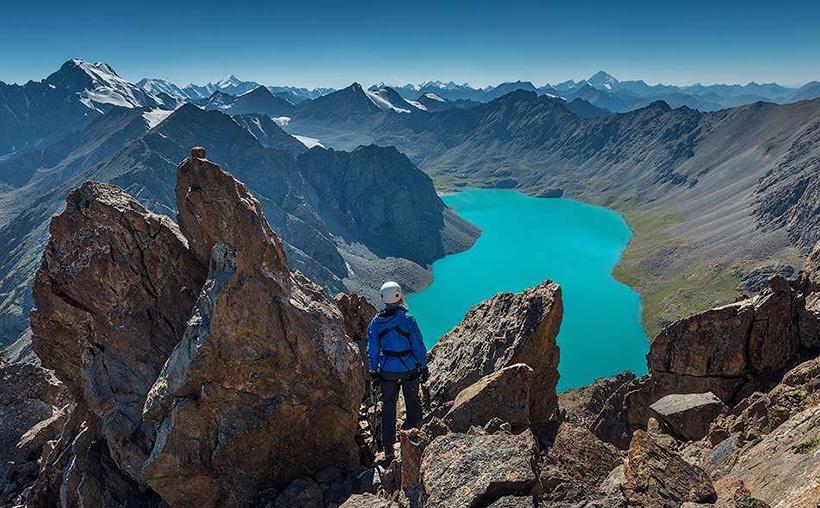 Озеро Алаколь в горах Тянь-Шань