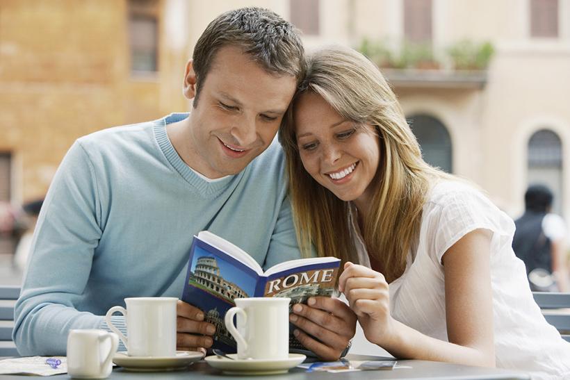 Пара в кафе в Риме