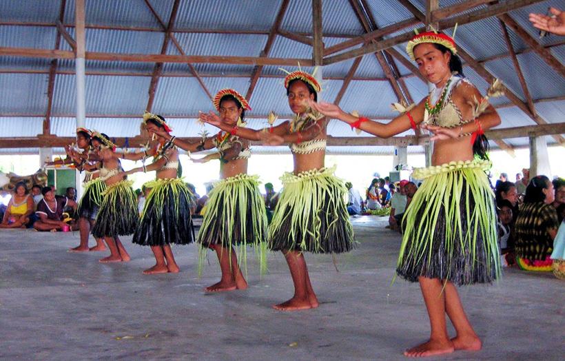 Традиционные праздничные танцы на Кирибати