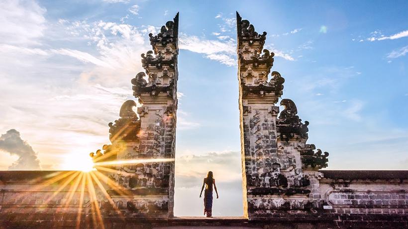 Ворота в Храм Пура Лемпуянг, Бали, Индонезия
