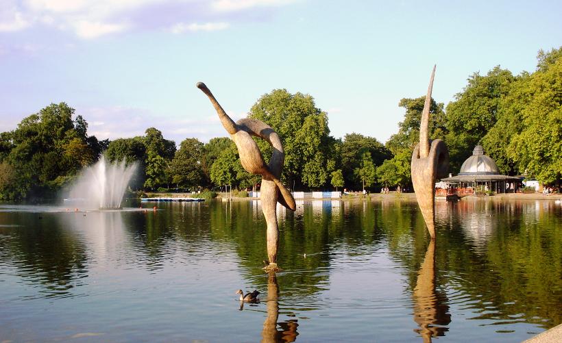 Озеро в парке Виктория