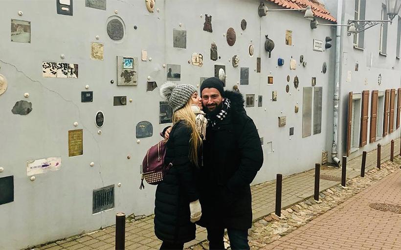 Влюбленная пара в Вильнюсе