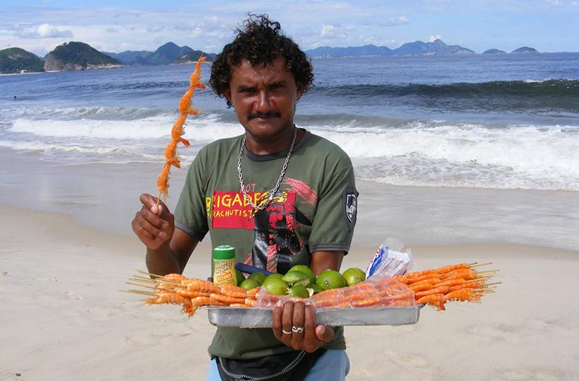 уличная еда на пляже