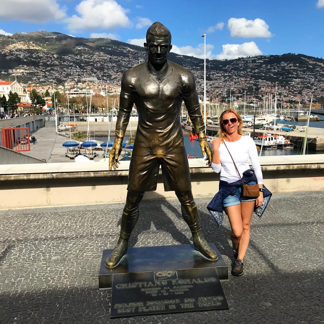 Бронзовая статуя Криштиану Роналду на о. Мадейра