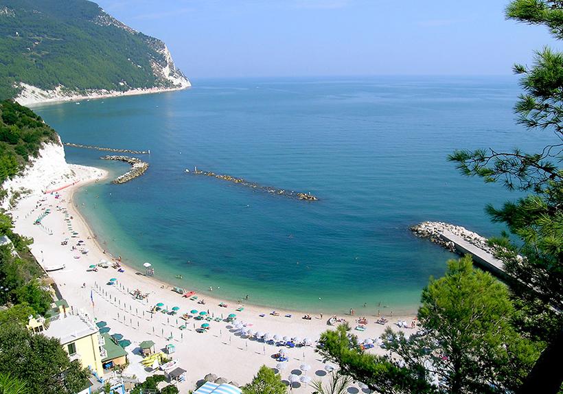 Пляж в г. Сироло