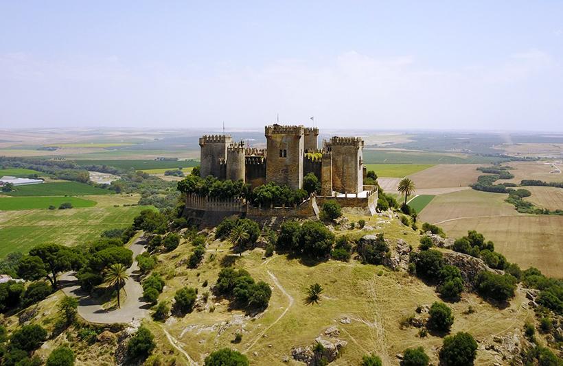 Замок Альмодовар, Испания