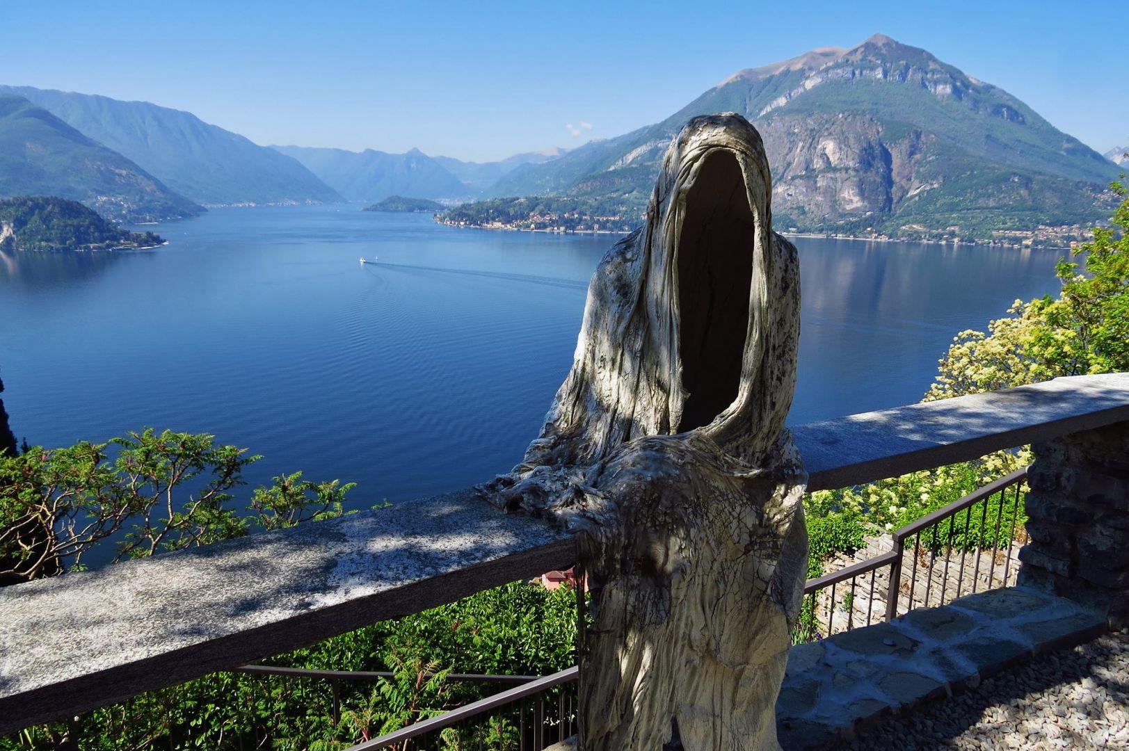 Вид на озеро с территории замка Вецио