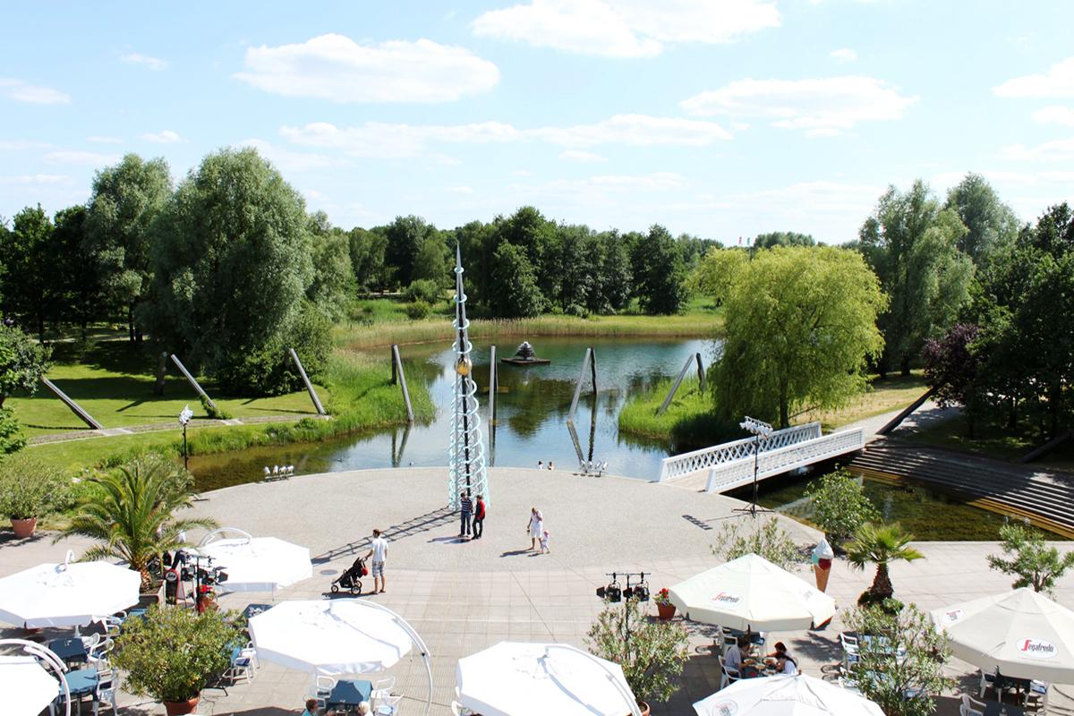 Солнечные часы в парке Бритцер