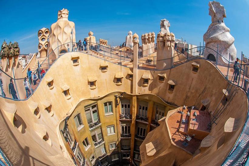 Крыша дома Мила в Барселоне