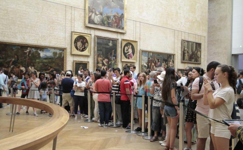 Туристы в Лувре