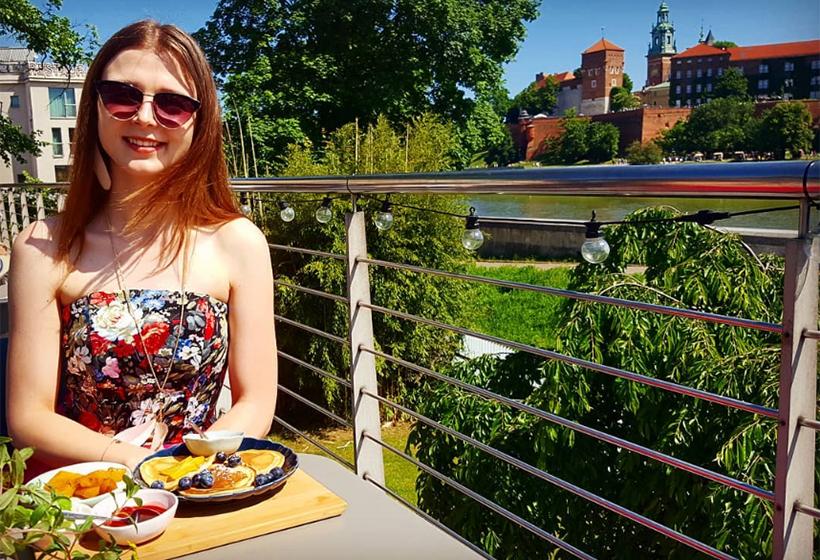 Вид на Вавельский замок с террасы кафе Manggha