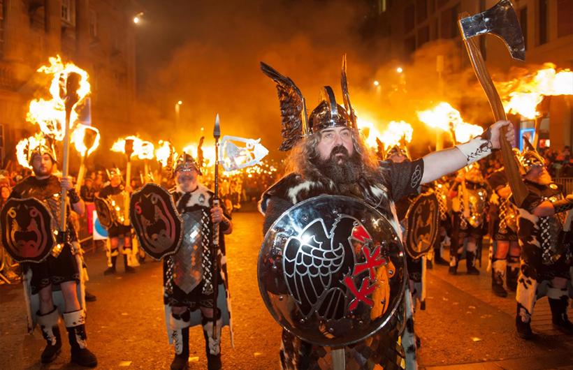 Парад викингов в Эдинбурге