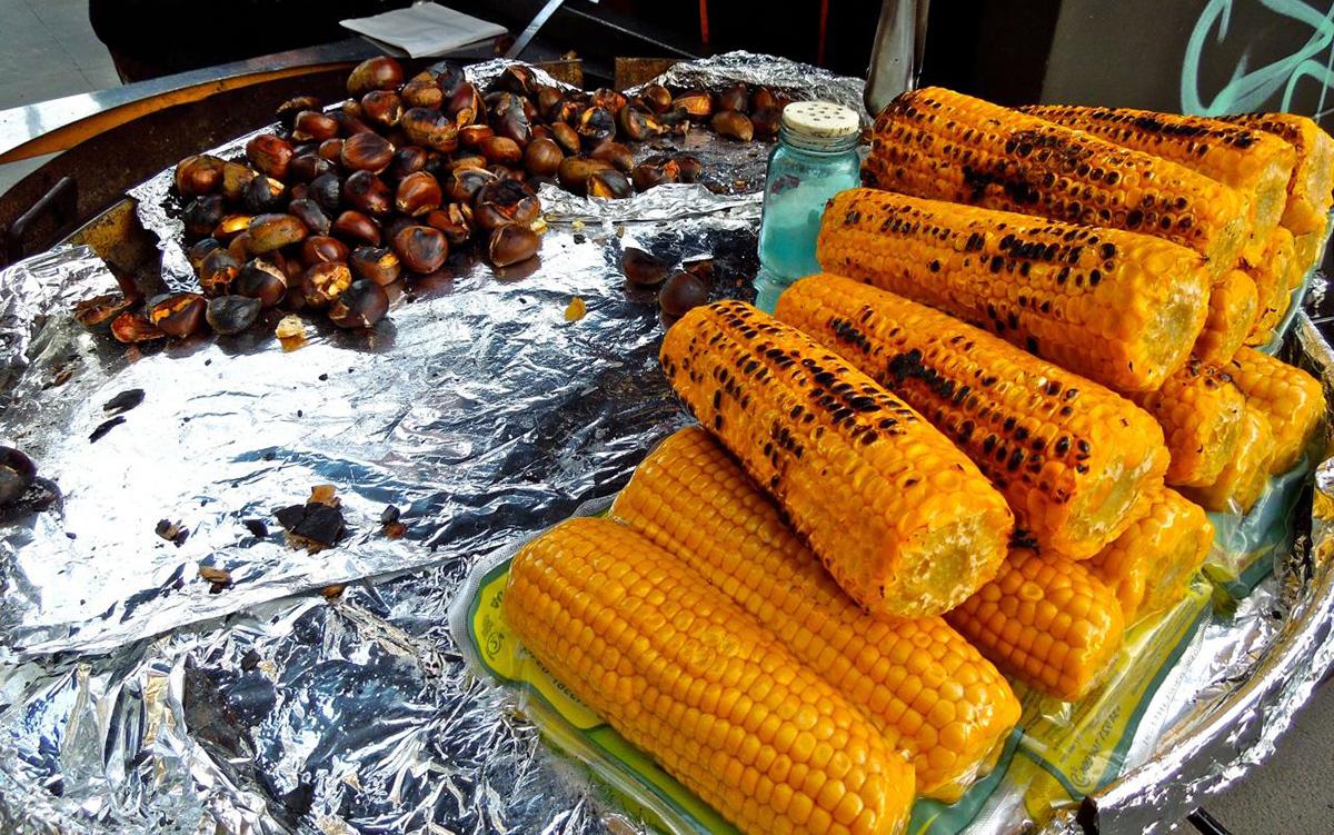 Жареные каштаны и кукуруза