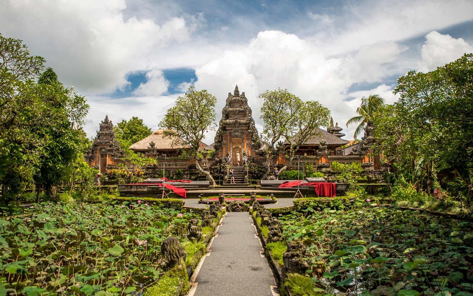 Храм Pura Taman Kemuda Saraswati