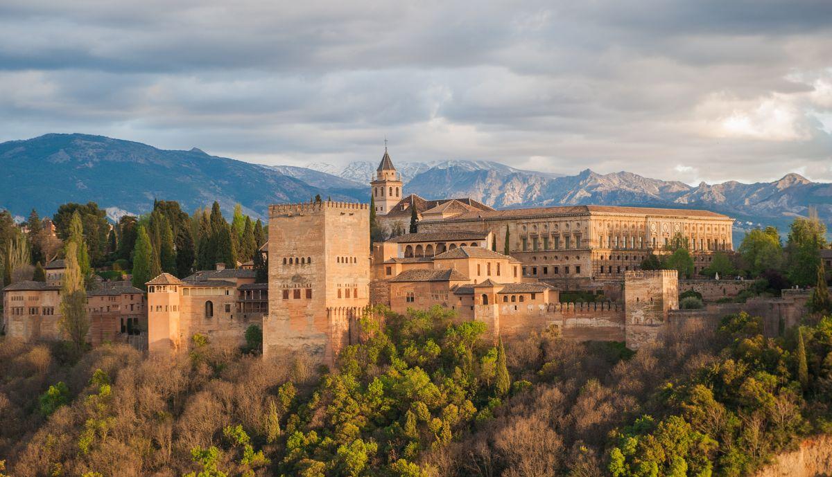 Вид на дворец Альгамбра