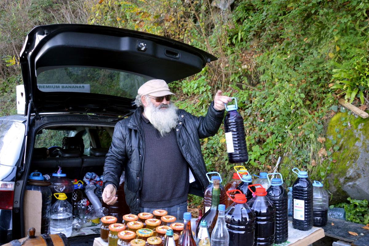 Продавец вина в Аджарии