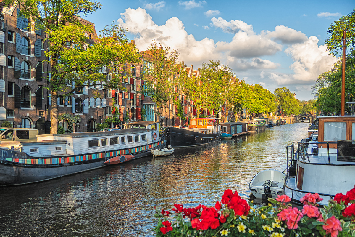 Дома-лодки в Амстердаме