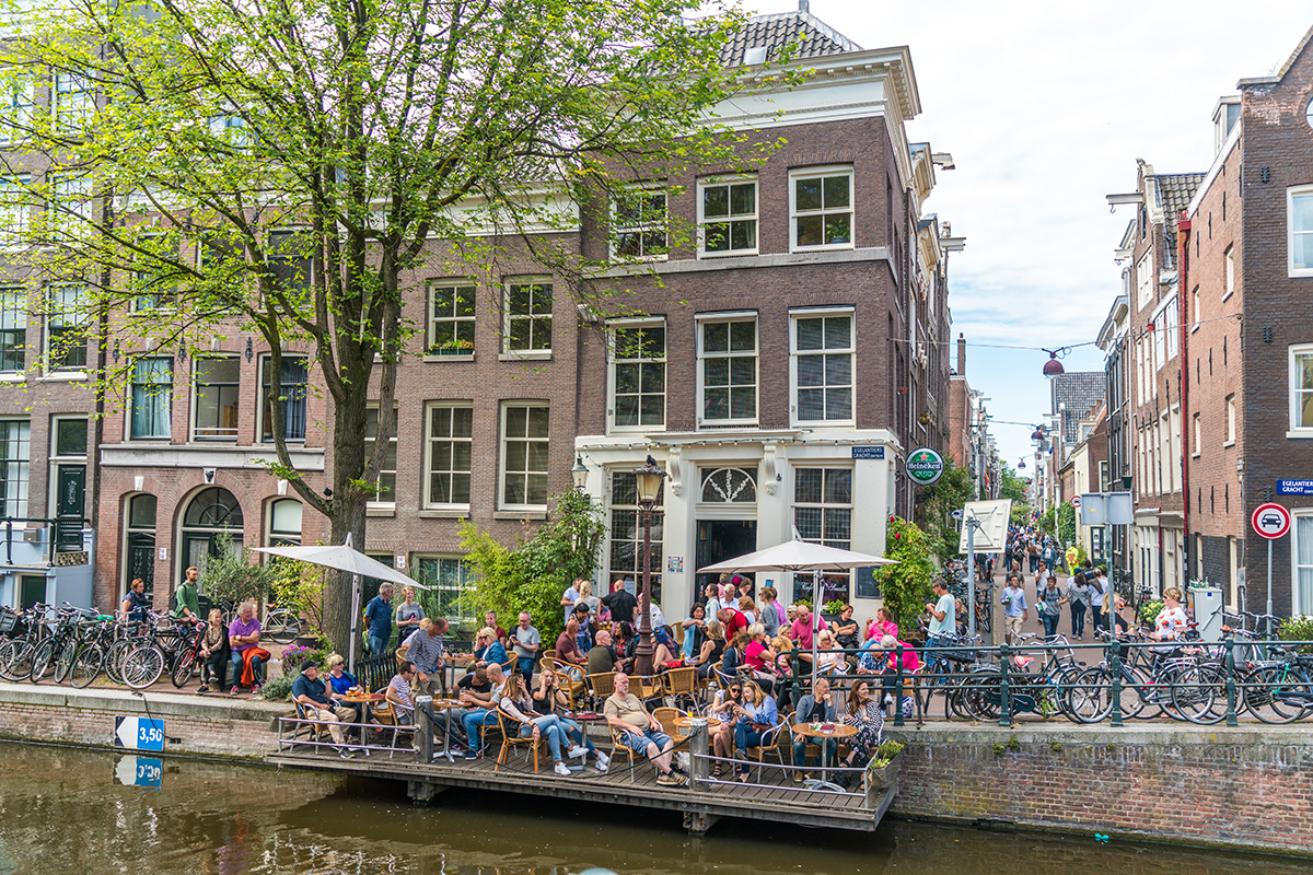 Люди в Амстердаме