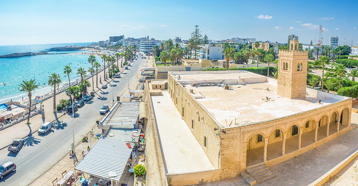 Набережная, мечеть в г. Монастир, Тунис