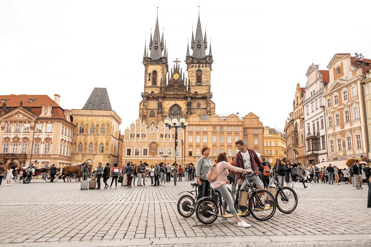 Площадь перед Тынским храмом в Праге