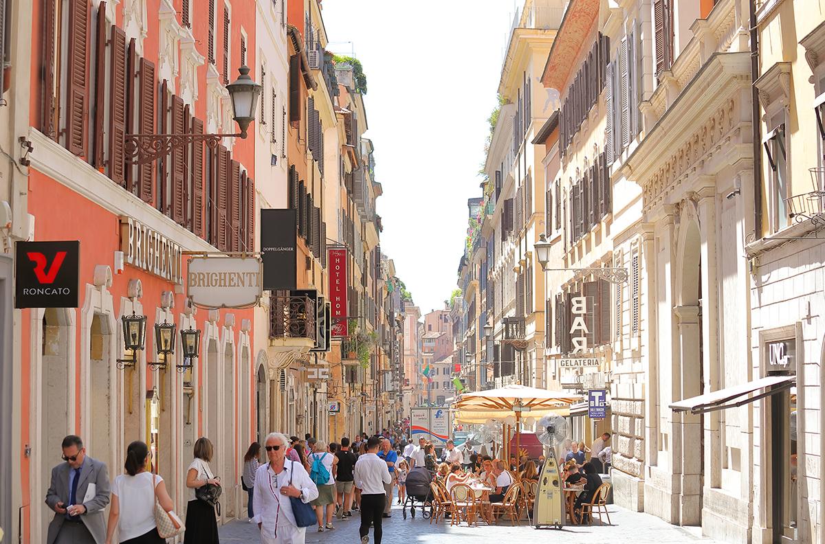 Улица Via dei Condotti