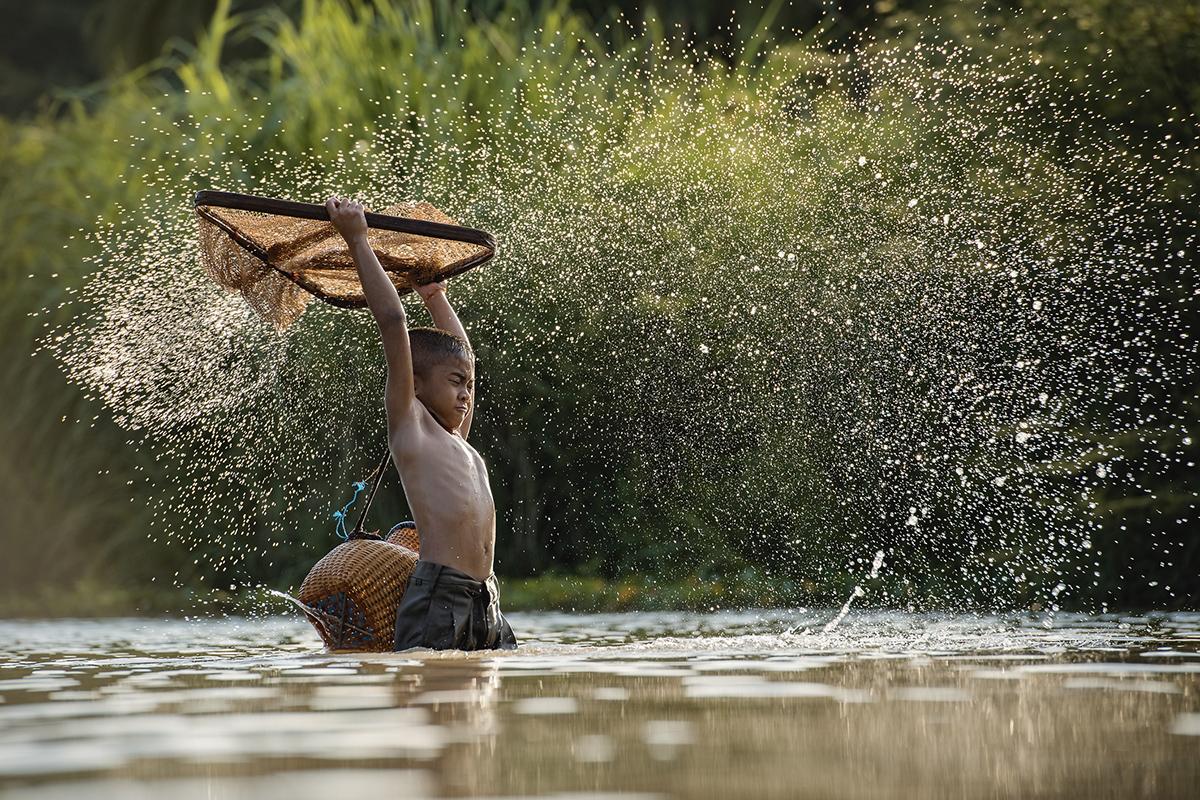 Хлопчик-рибалка в Камбоджі